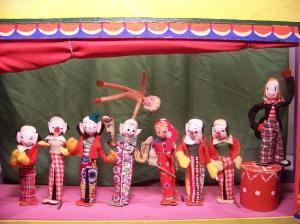 8 clowns